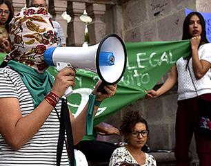 La igualdad se defiende con 'e' de 'todes' en Argentina